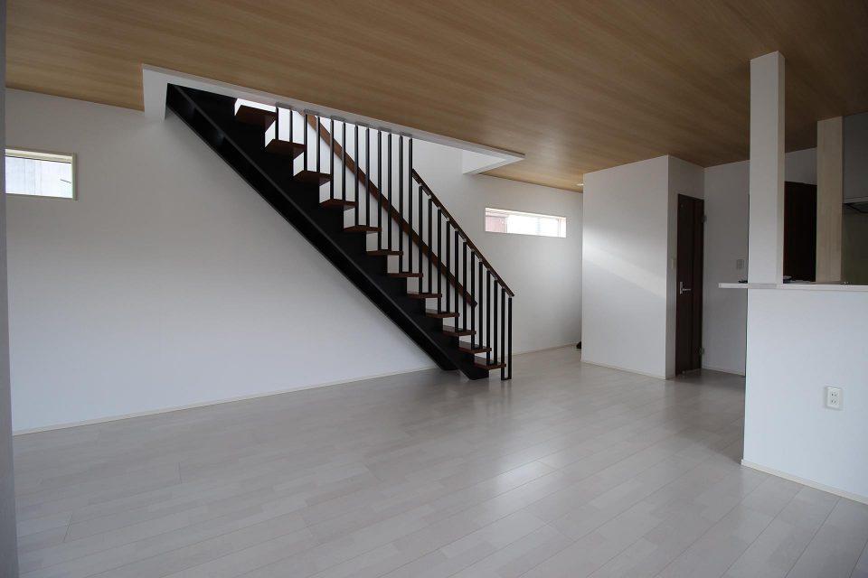 ローコスト住宅山口防府のリビング階段の画像